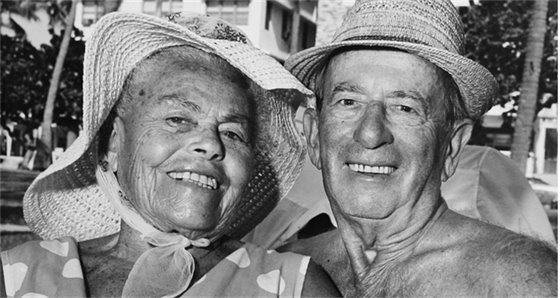 black and white picture of older couple smiling